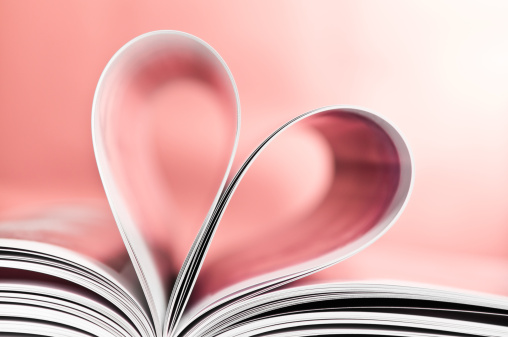 Heart「Love to read, pages folded into heart shape, pink background」:スマホ壁紙(1)