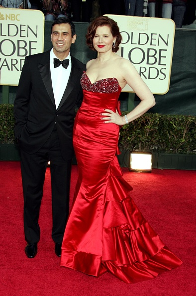 Showing Off「The 63rd Annual Golden Globe Awards - Arrivals」:写真・画像(1)[壁紙.com]