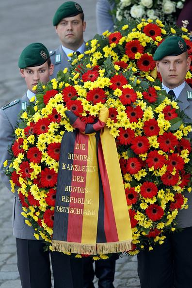 Ingolstadt「Funeral Service For Soldiers Killed In Afghanistan」:写真・画像(19)[壁紙.com]