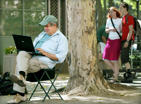 Outdoors「Free Wireless Internet in New York City Park」:写真・画像(11)[壁紙.com]