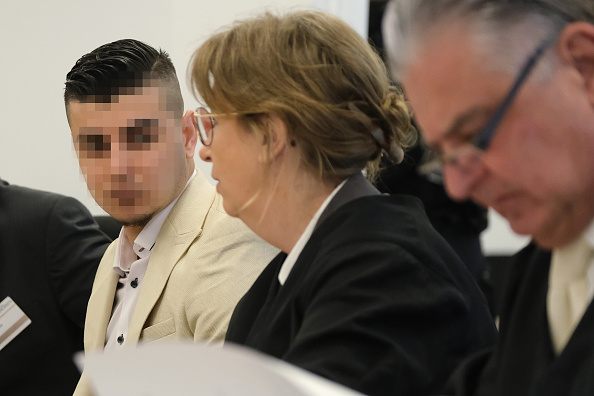 座る「Chemnitz Murder Trial Begins In Dresden」:写真・画像(10)[壁紙.com]
