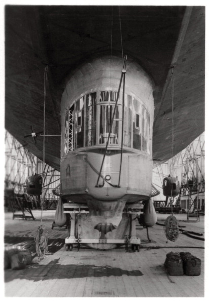 Passenger Cabin「Gondola of a Zeppelin airship, Lake Constance, Germany, c1909-1933 (1933).」:写真・画像(5)[壁紙.com]
