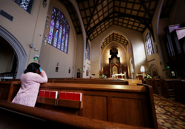 Praying「Americans Celebrate Easter Sunday As Most Of The Nation Isolates During Coronavirus Pandemic」:写真・画像(18)[壁紙.com]