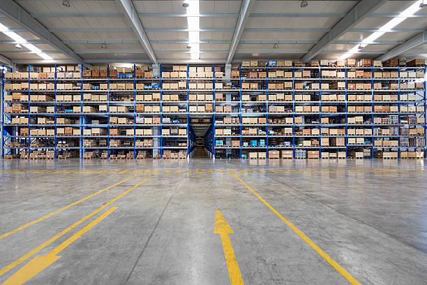 Many shelves of cardboard boxes in storehouse:スマホ壁紙(壁紙.com)