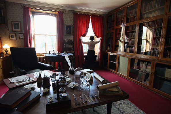 Curtain「English Heritage Prepare The Former Home Of Charles Darwin Ahead Of The New Visitor Season」:写真・画像(12)[壁紙.com]