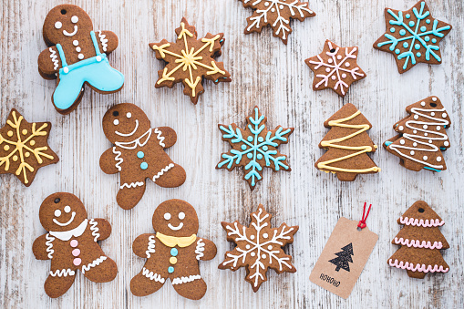 Gingerbread Cookie「Homemade gingerbread cookies on a table」:スマホ壁紙(3)