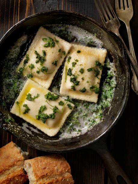 Ravioli in Brown Butter and Garlic Sauce:スマホ壁紙(壁紙.com)