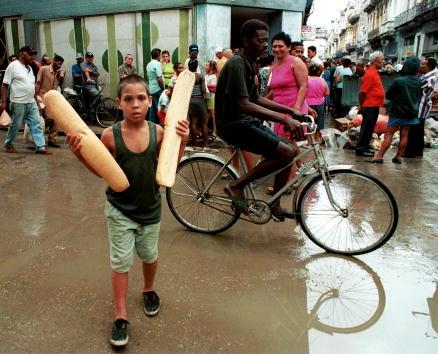 Bread「Hurricane Michelle Preparations in Cuba」:写真・画像(19)[壁紙.com]