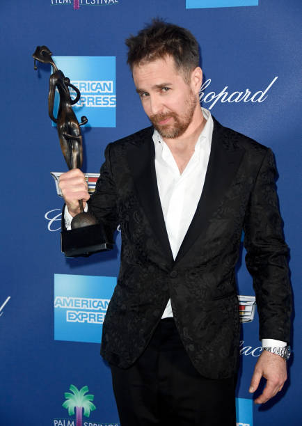 Alternative Pose「29th Annual Palm Springs International Film Festival Awards Gala - Backstage」:写真・画像(17)[壁紙.com]