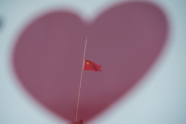 Mourning「China Mourns COVID-19 Victims On Tomb Sweeping Day」:写真・画像(19)[壁紙.com]