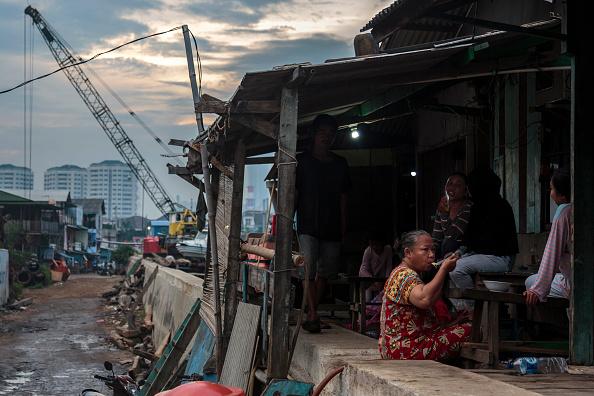 Jakarta「Indonesia Tackles Rising Waters At Jakarta's Sinking City」:写真・画像(15)[壁紙.com]