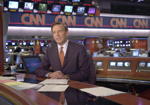 The Media「CNN Anchor Aaron Brown Delivers News」:写真・画像(16)[壁紙.com]