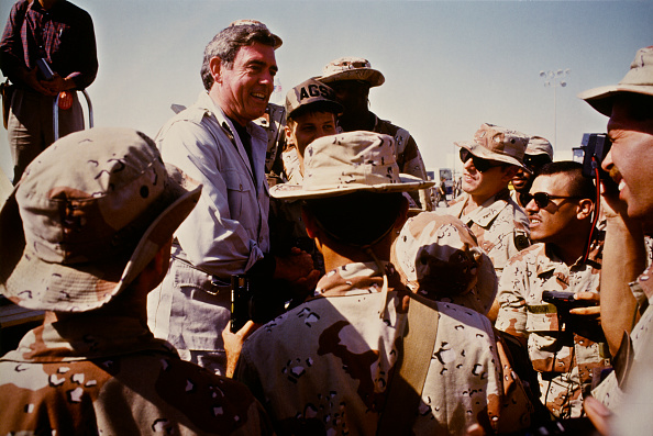 Dhahran「Dan Rather In Saudi Arabia」:写真・画像(9)[壁紙.com]