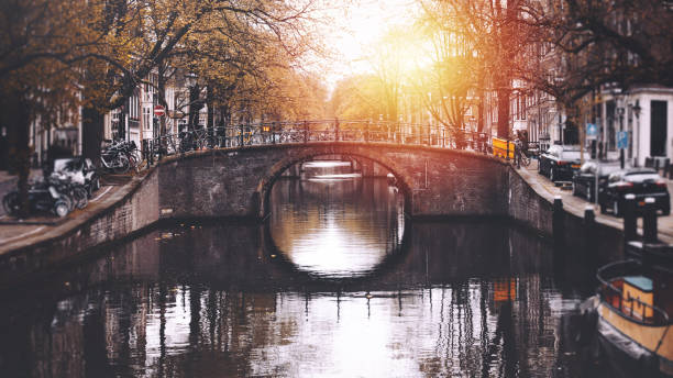 Amsterdam cityscape with canal and bridges in Netherlands:スマホ壁紙(壁紙.com)