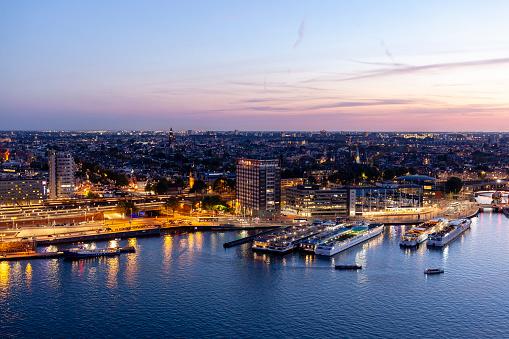Amsterdam「Amsterdam cityscape over the river IJ, Amsterdam, Netherlands」:スマホ壁紙(3)