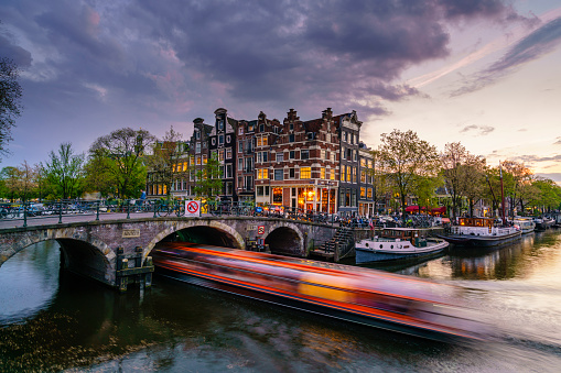 Tourboat「Amsterdam canals at dusk」:スマホ壁紙(12)