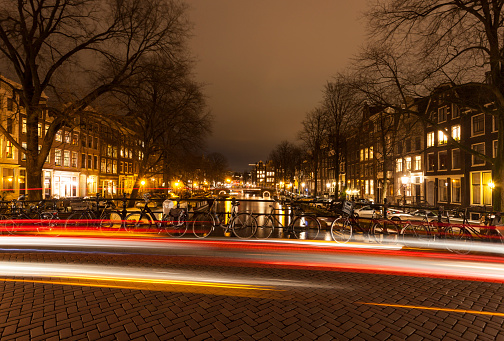 Amsterdam「Amsterdam canal bridge with light trails at night」:スマホ壁紙(18)