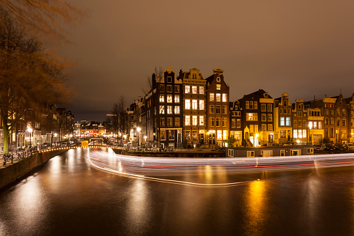 Amsterdam「Amsterdam city canals illuminated at night」:スマホ壁紙(9)