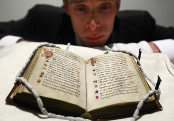 Old Testament「Scotlands Oldest Book Is Exhibited For The First Time In A Generation」:写真・画像(8)[壁紙.com]