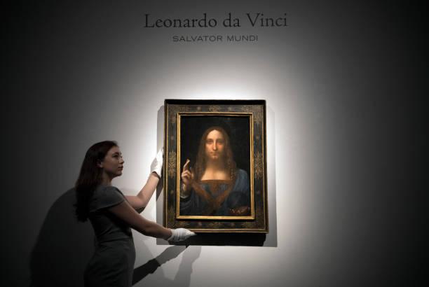 1人「Christie's Previews Leonardo Da Vinci's Salvator Mundi Prior To Auction」:写真・画像(8)[壁紙.com]