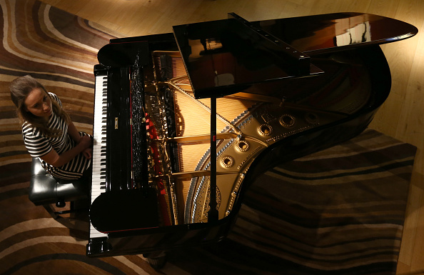 Piano「Preview Auction Items Belonging To Sting And Trudie Styler」:写真・画像(7)[壁紙.com]