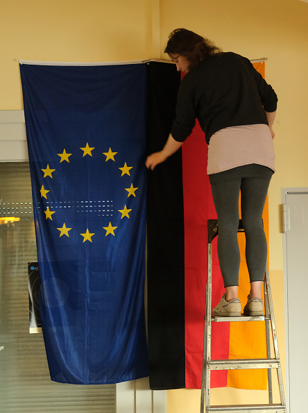 Hanging「Germans Go To The Polls In EU Parliamentary Elections」:写真・画像(16)[壁紙.com]