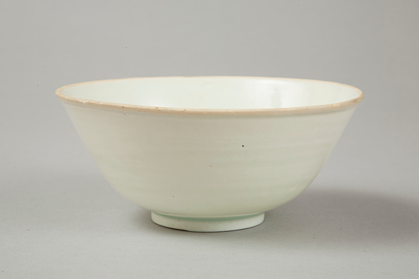 Crockery「Qingbai glazed deep bowl, Yuan dynasty (1279-1368)」:写真・画像(15)[壁紙.com]