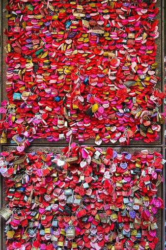 LOVE「Locks, Romeo and Juliet House, Verona, Italy」:スマホ壁紙(5)