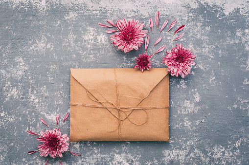 Envelope「Brown envelope with flowers」:スマホ壁紙(4)
