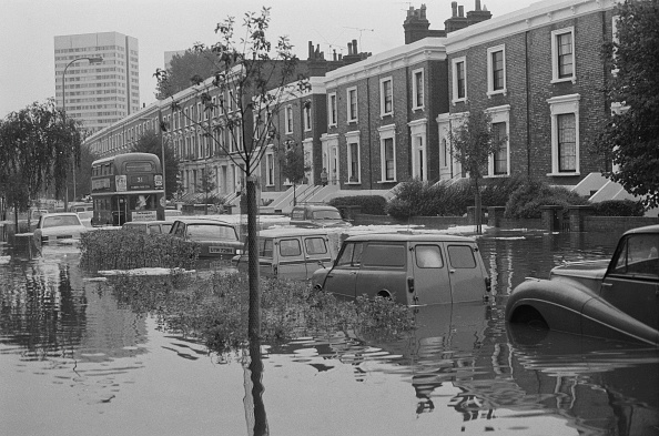 Double-Decker Bus「Floods in London」:写真・画像(1)[壁紙.com]