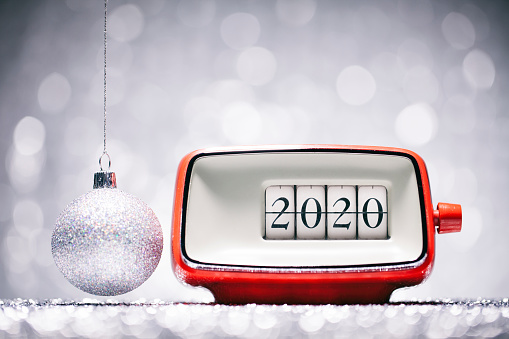 New Year「New Year 2020 - Christmas Retro Alarm Clock Celebration Defocused Red」:スマホ壁紙(6)