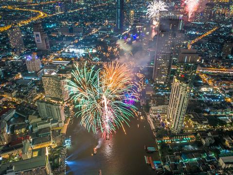 花火「バンコク、タイでは新年 2018年祭典」:スマホ壁紙(15)