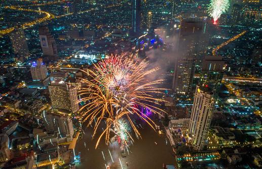 花火「バンコク、タイでは新年 2018年祭典」:スマホ壁紙(5)