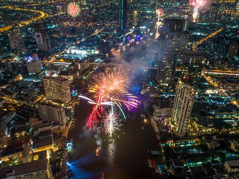 花火「バンコク、タイでは新年 2018年祭典」:スマホ壁紙(16)