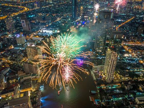 花火「バンコク、タイでは新年 2018年祭典」:スマホ壁紙(14)
