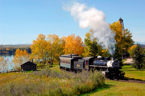 SL「Vintage steam engine traveling through Heritage Park in Calgary Canada.」:スマホ壁紙(15)
