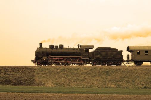 SL「Vintage steam train passing through countryside」:スマホ壁紙(4)