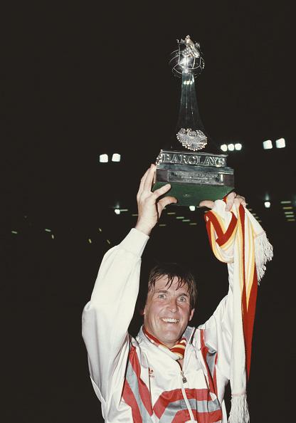 Winning「Kenny Dalglish Liverpool League Division One Winners 1990」:写真・画像(1)[壁紙.com]