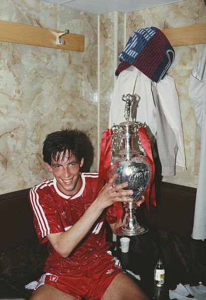 Liverpool - England「Gary Ablett Liverpool First Division Championship Winners 1990」:写真・画像(14)[壁紙.com]