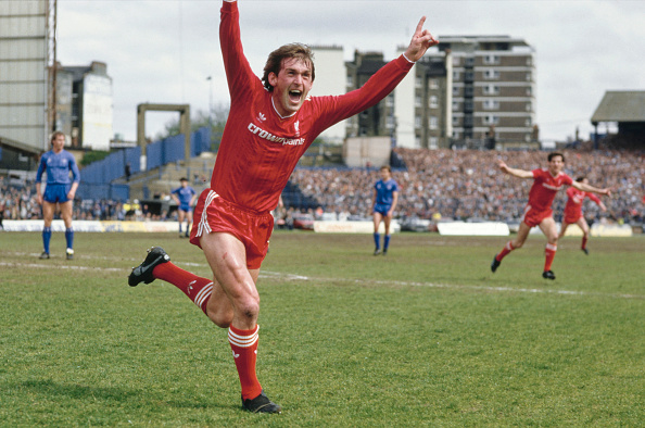 Playing「Liverpool win the 1986 First Divison Title v Chelsea」:写真・画像(16)[壁紙.com]