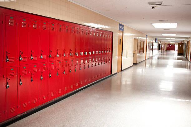 high school hallway and lockers:スマホ壁紙(壁紙.com)