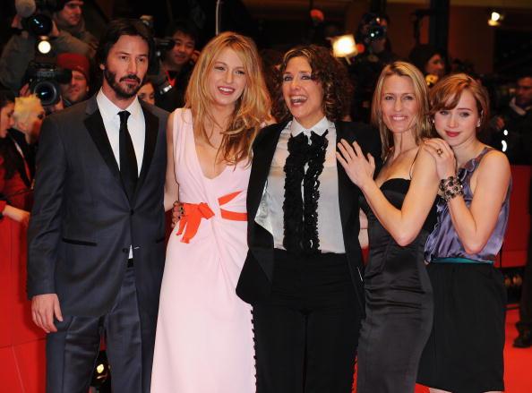 Pencil Dress「59th Berlin Film Festival - 'The Private Lives of Pippa Lee' Premiere」:写真・画像(17)[壁紙.com]