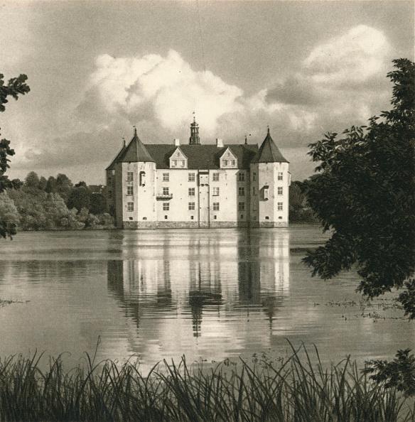 Fairy Tale「Flensburg (Schlewsig) - Schloss Glucksburg, 1931」:写真・画像(12)[壁紙.com]