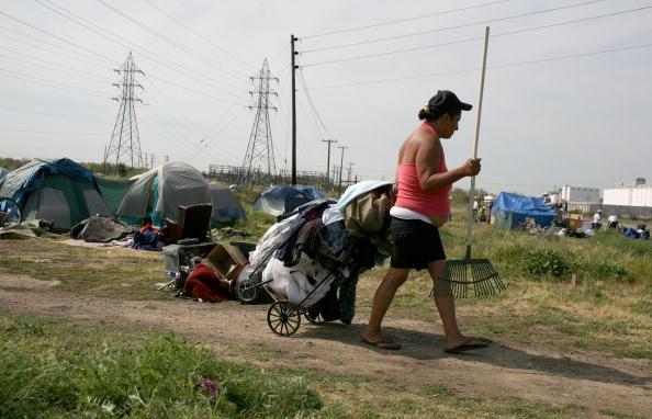 Homelessness「Evictions Start At Sacramento's Tent City」:写真・画像(17)[壁紙.com]