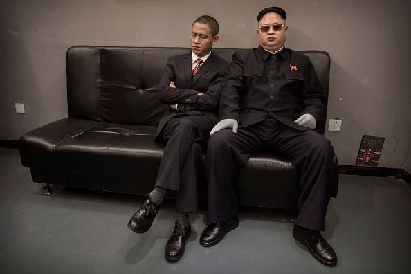 Film Set「Barack Obama And Kim Jong Un Impersonators Meet In Beijing」:写真・画像(9)[壁紙.com]
