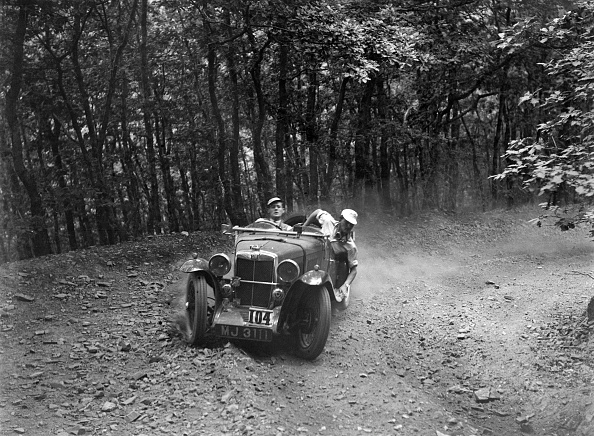 Country Road「MG J2 competing in the Brighton & Hove Motor Club Brighton-Beer Trial, 1934」:写真・画像(12)[壁紙.com]