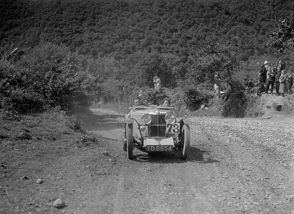 Country Road「MG J2 competing in the Mid Surrey AC Barnstaple Trial, Beggars Roost, Devon, 1934」:写真・画像(2)[壁紙.com]