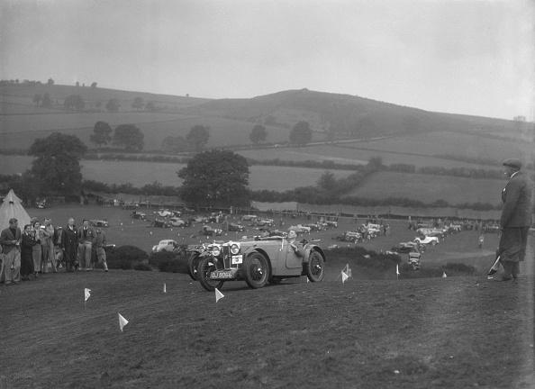 Country Road「MG J2 competing in the MG Car Club Rushmere Hillclimb, Shropshire, 1935」:写真・画像(0)[壁紙.com]