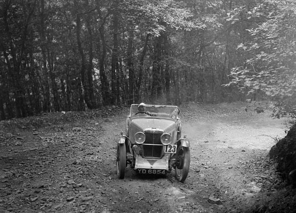 Country Road「MG J2 competing in the B&HMC Brighton-Beer Trial, Fingle Bridge Hill, Devon, 1934」:写真・画像(17)[壁紙.com]