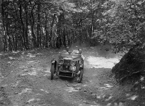 Country Road「MG J2 competing in the B&HMC Brighton-Beer Trial, Fingle Bridge Hill, Devon, 1934」:写真・画像(18)[壁紙.com]